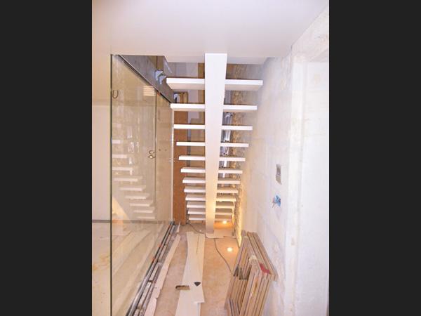 Vue du dessous de l'escalier